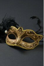 "6.5"" GLITTER MASK W/PEARL & FEATHER GOLD/BLACK"