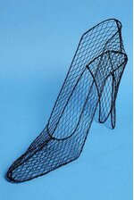 "17"" X 9.5"" WIRE HIGH-HEEL SHOE"