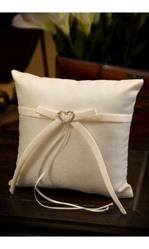 SQUARE RING PILLOW W/HEART IVORY